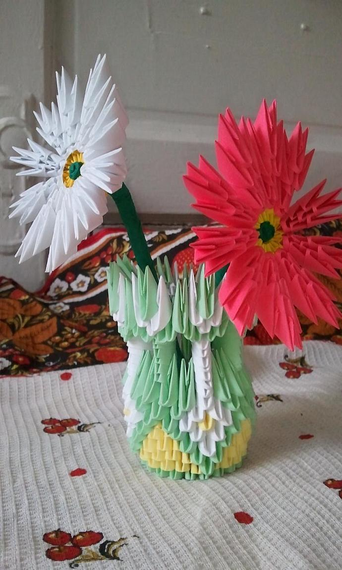 3d origami small vase with flowers