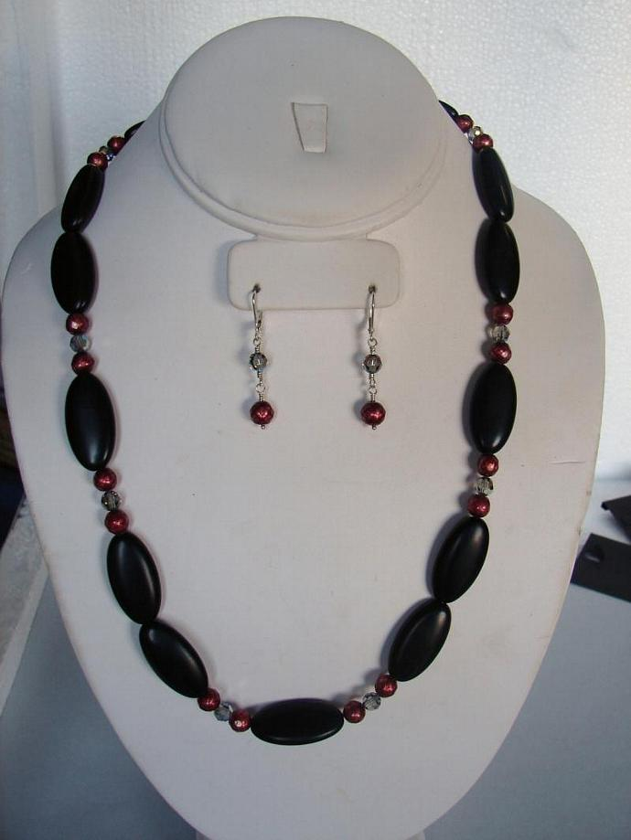 Elegant Onyx and Cranberry Pearl Necklace