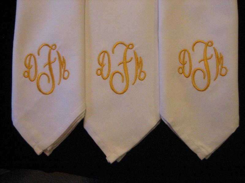 12 monogrammed linen dinner napkins | embroiderybylinda