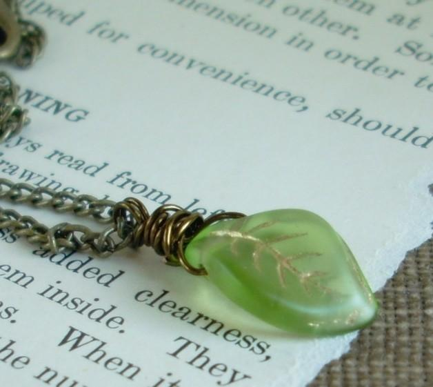 Wire Wrapped Green Glass Leaf Necklace - Solitaire
