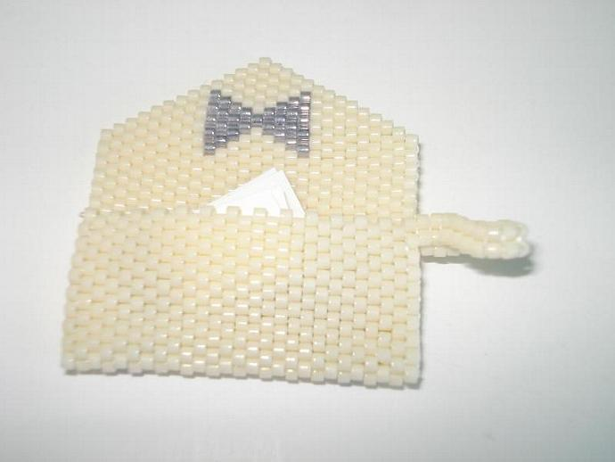 Bead Mini Clutch Pendant - Bow