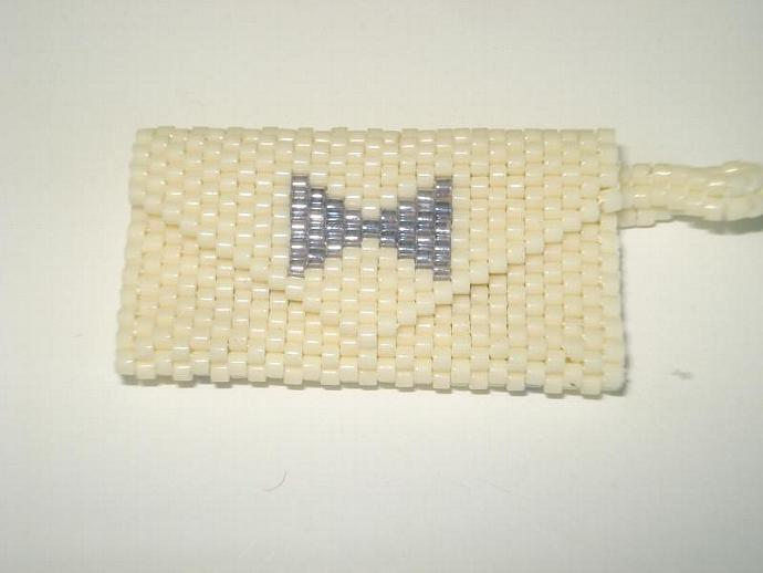 Bead Mini Clutch Pendant - Bow