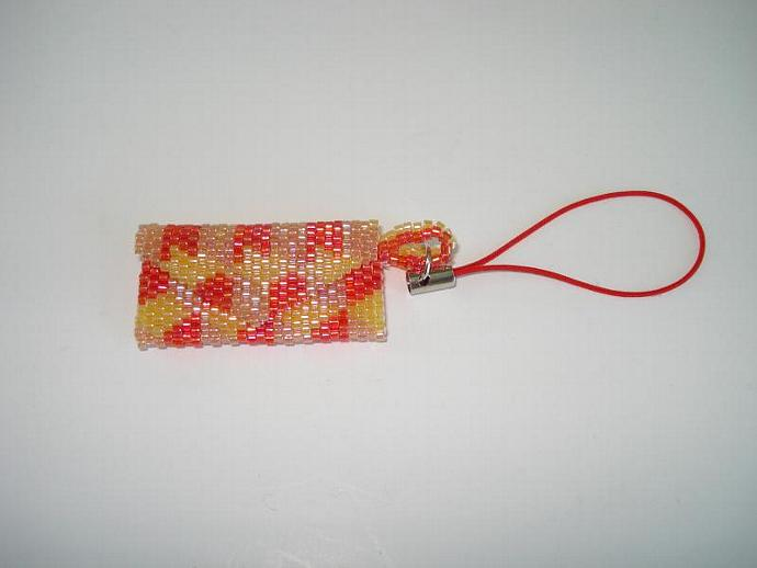 Bead Mini Clutch Pendant - Dimensional Cube