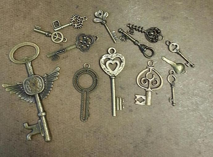 Mix keys charms-13 pieces