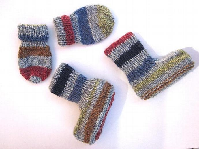Knitted Baby Mittens for the Cool Little Dude