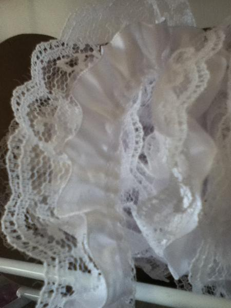 Medium white Satin and lace trim 2yd