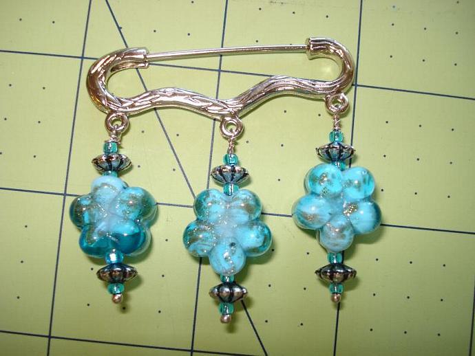 Lapel pin - Blue Flowers