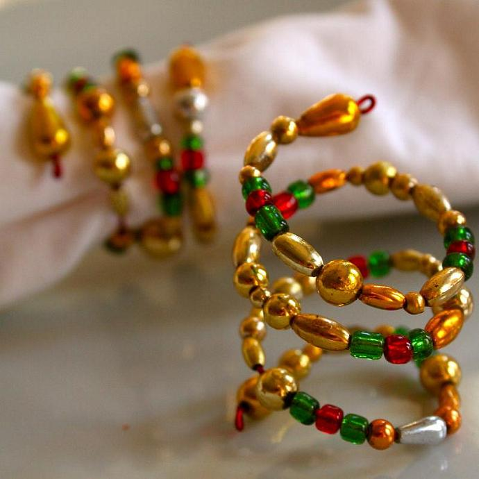 Beaded Napkin RIngs Red Green (Set of 4)