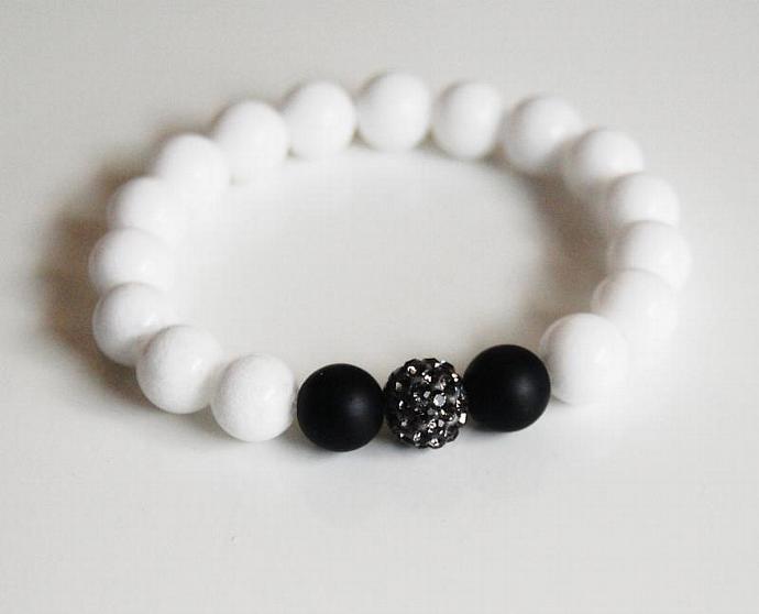 Black and white Bracelet - White Agate and Matte Black Onyx Beaded Bracelet -