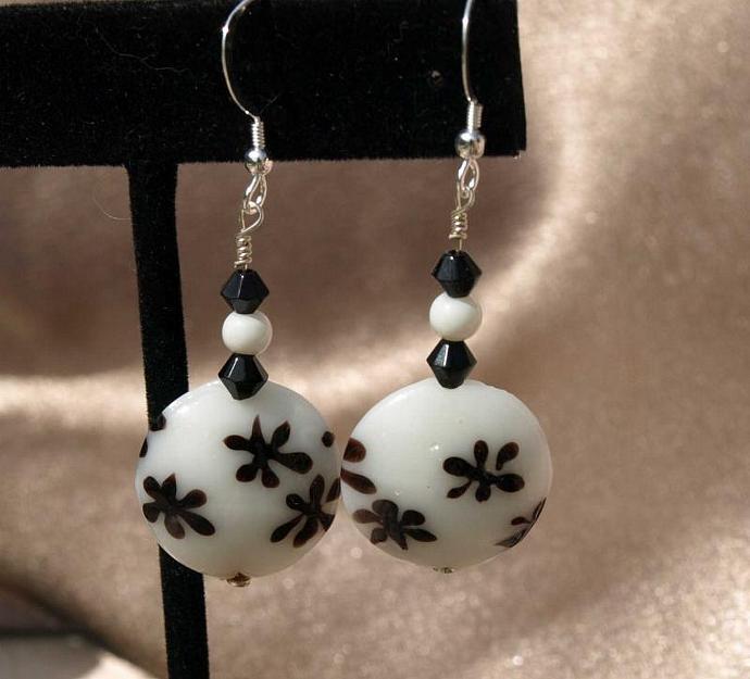 Black on White Flowered Earrings -9009