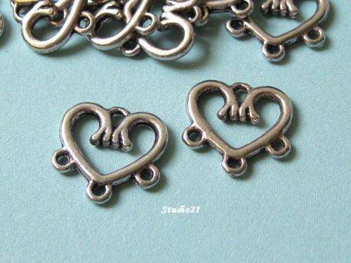 20 pcs of Tibetan Antique Silver Finish Heart 1-to-3 Connector