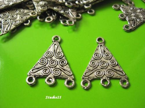 20 pcs of Tibetan Antique Silver Finish 1-to-3 Triangular Connector