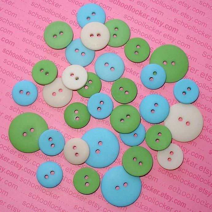 blue green button assortment  / 32 pieces