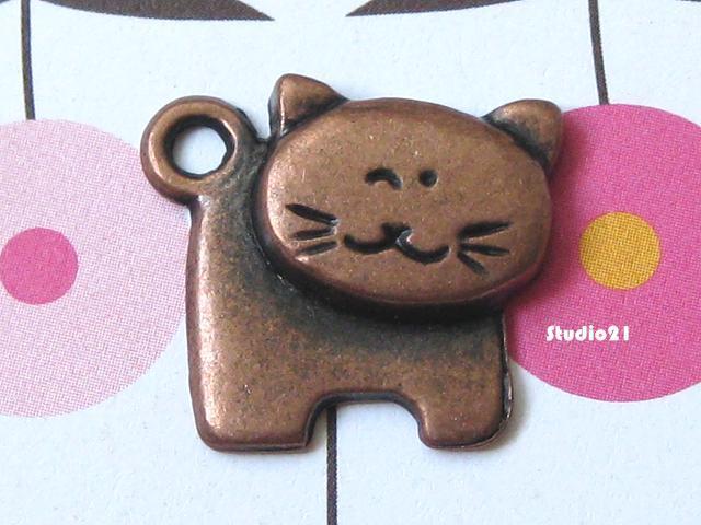 20 pcs of Antique Red Copper Finish Cat Pendant/Charm