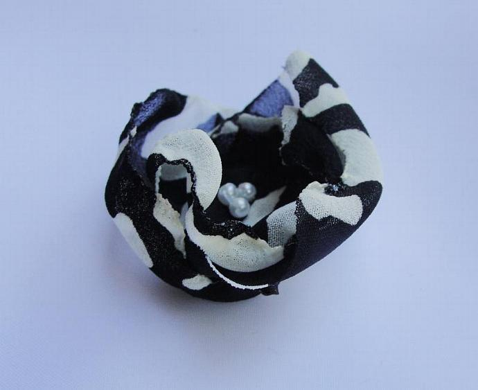 Set of Two Small Black & White Flower Accessories