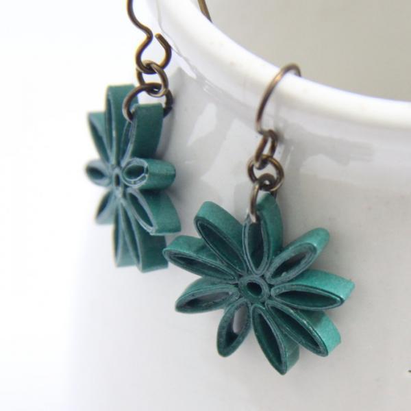 Small Star Earring Dark Emerald Green Nine Pointed Star with Niobium Earring