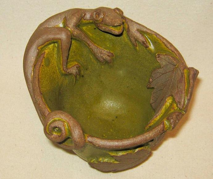 HANDMADE POTTERY / Lizard Bowl / Mossy Green / Candy Dish / Appetizer Dish /