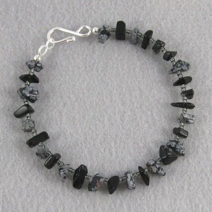 Bracelet snowflake obsidian chips and seed beads