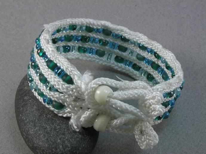 Blue-green beaded toggle bracelet 941