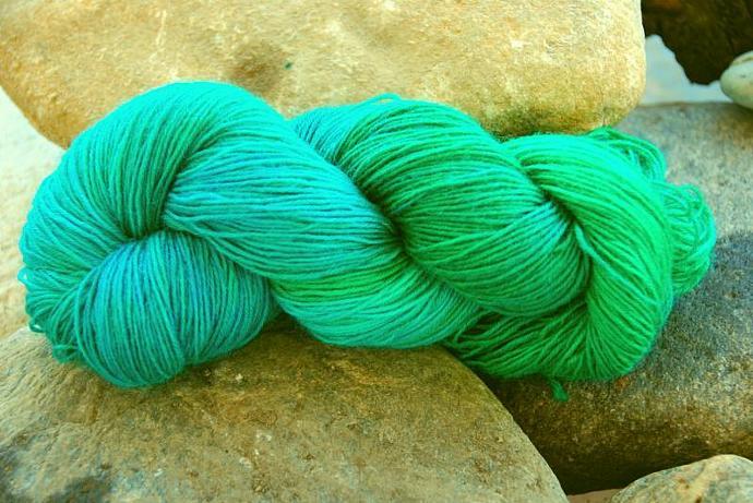 handdyed yarn - wool/silk/bamboo - 100g - fingering weight - Colour 43