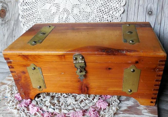 McGraw Trinket Box, Vintage Miniature Trunk Box, Sewing, Jewelry Box, Rustic