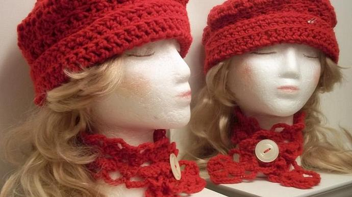 Holiday Cheers For Hat/Choker Ensemble