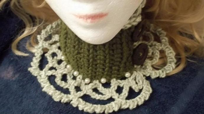 Cowl/Victorian Choker/Necklace/Neckpiece in Two Toned Green/Pearls and Wood