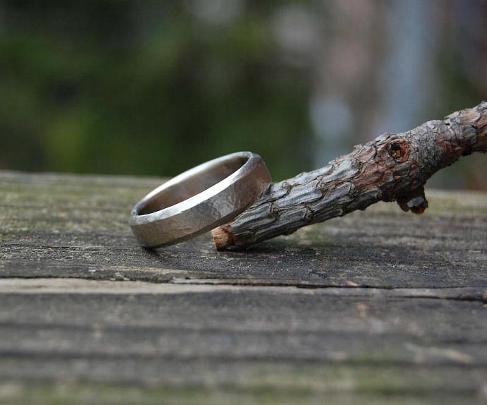 14kt White Gold Hammered Beveled Wedding Band