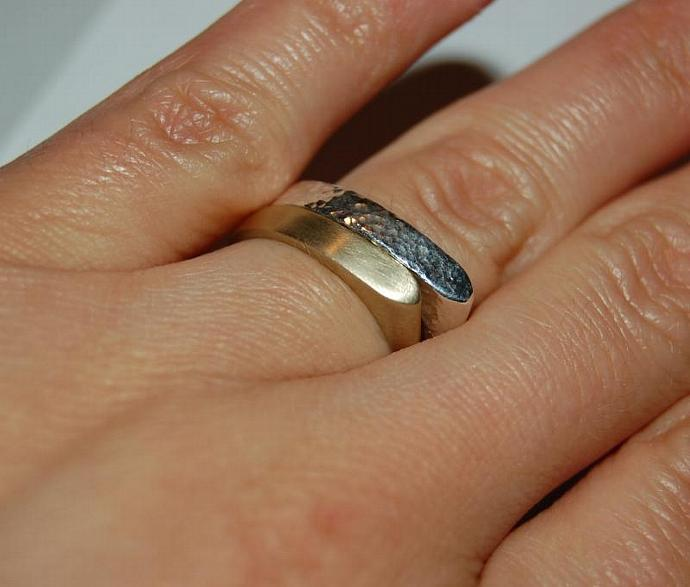 10kt Gold Stackable point band ring