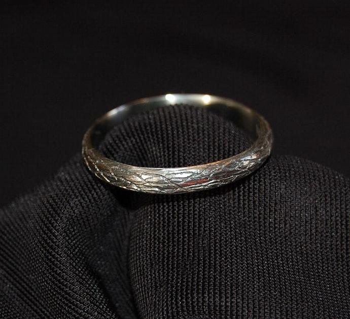 The Straight Tree Vine White Gold Wedding  Band