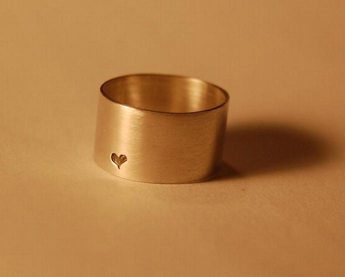 A little bit of love Heart Ring