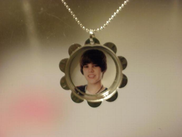 Justin Bieber Petal Cap Necklace (Z112)