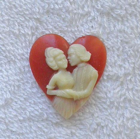 Unusual heart shape two lovers acrylic cameo carnelian and cream S77