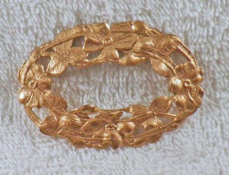 Large 75 x 50 mm open oval flower and leaf golden finding S3
