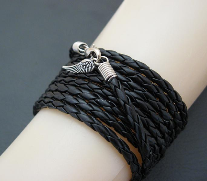 Leatheroid Wrap Bracelet: black imitation leather with silver-coloured clasp and