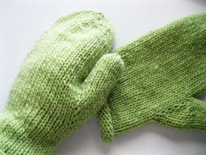 Light green mittens, ladies, wool, medium