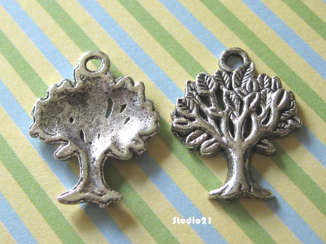 20 pcs of Antique Silver Finish Tree Pendant/Charm (PEN-S15)