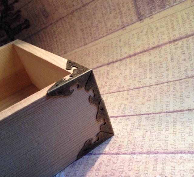 8 pcs. Antique Bronze Box Corner 28mm. (Item# BBC-03)