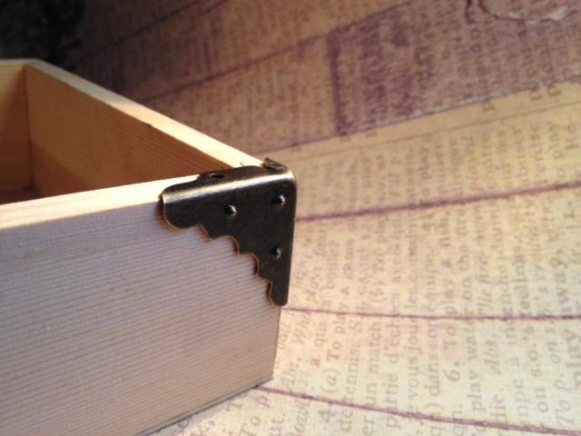 8 pcs. Antique Bronze Box Corner 30mm. (Item# BBC-02)