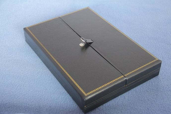 Necklace presentation box