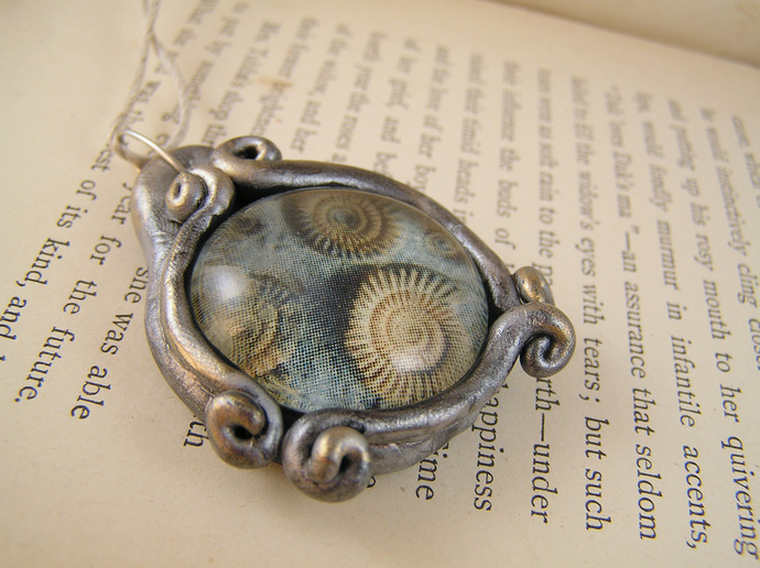Nautilus fossil pendant in silver and gold