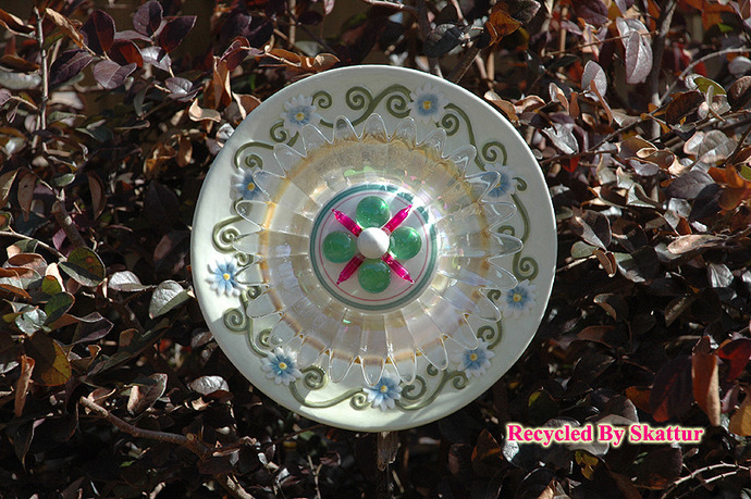 Garden Flower Plate / Handmade / Housewares / Outdoor / Garden Décor / Yard Art