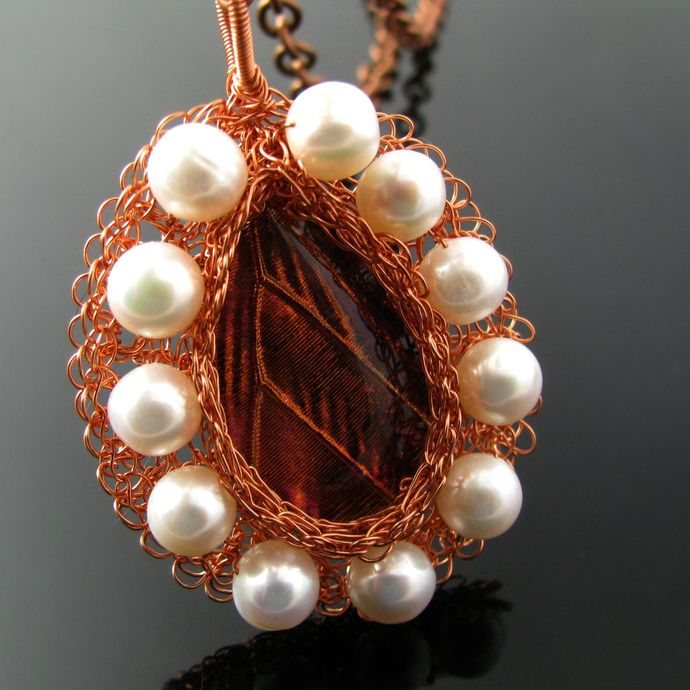 Wire knit leaf drop cabochon and pearls pendant