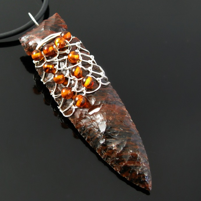 Arrow head pendant in fine silver wire netting with amber
