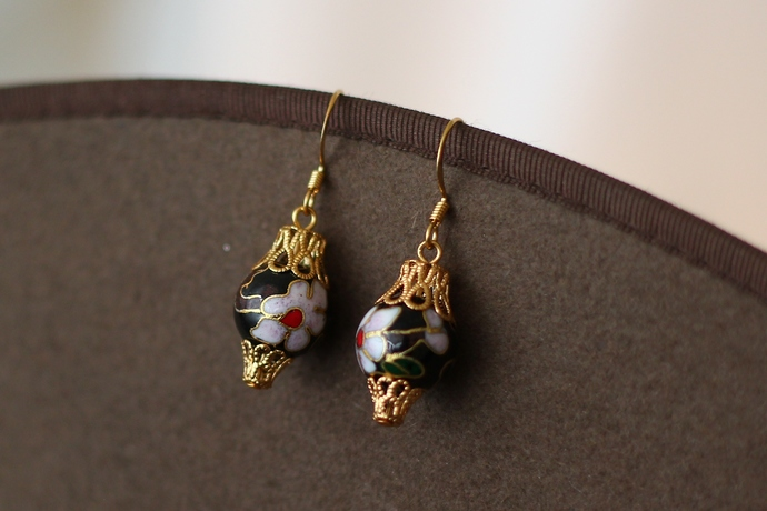 Ornament earrings cloisonne black