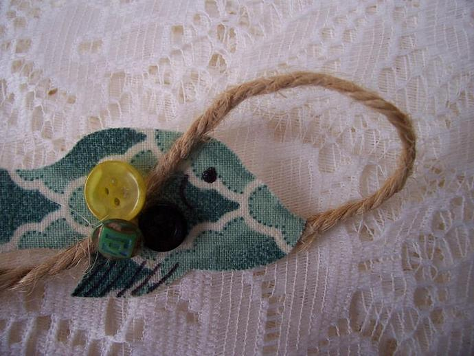 Folk Art Green Fish Pin