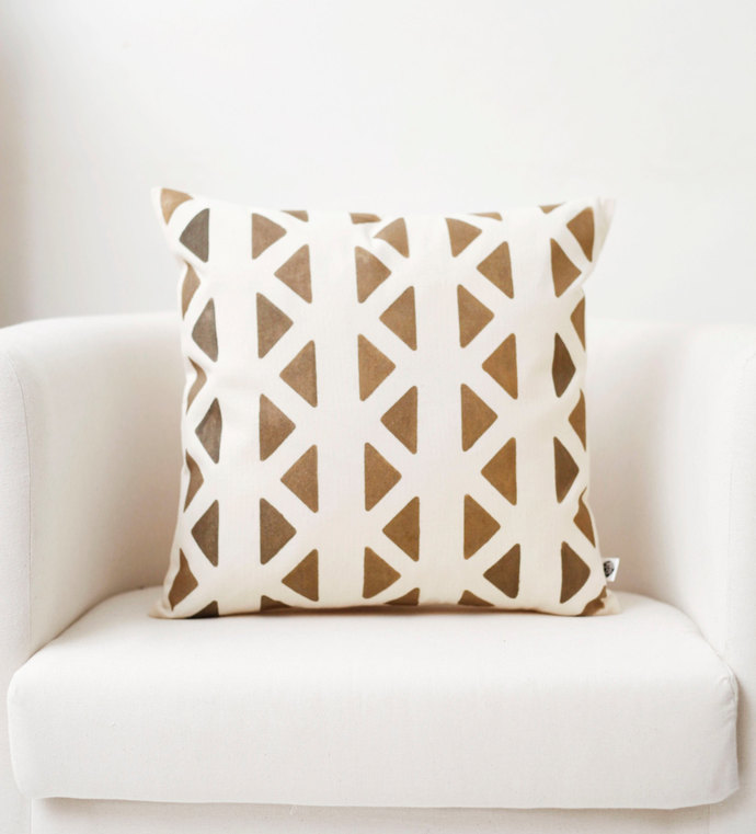 Chevron print decorative pillow cover golden zigzag pattern hand printed on