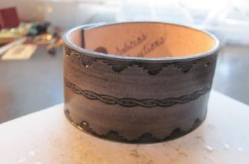 Cuff with rippled waves