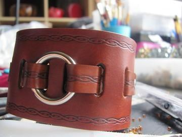 Cuff with one straped and roped On