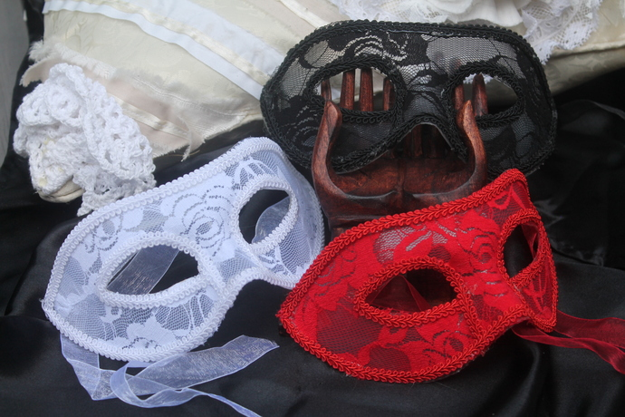 RED Lace Face Mask (GA242R)